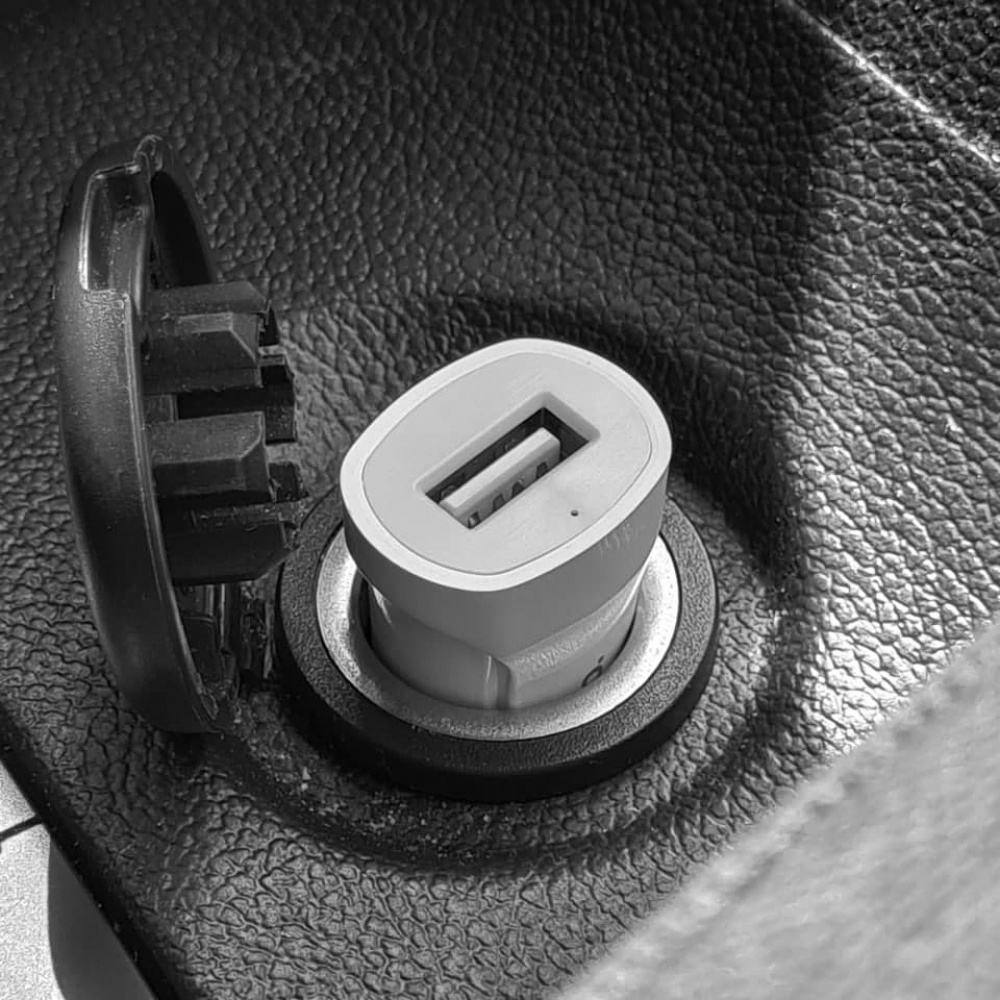 Автомобильное ЗУ Hoco Z2 Charger 1.5A 1USB - фото 2